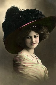 VINTAGE WOMAN 1900 big hat